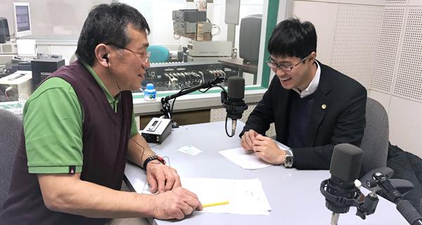アナウンサーの内藤克さんと札幌弁護士会 大曲薫さん