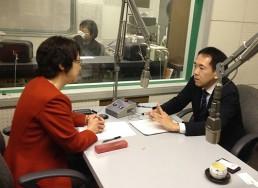 出演の芝池俊輝弁護士とパーソナリティーの船越ゆかりアナウンサー